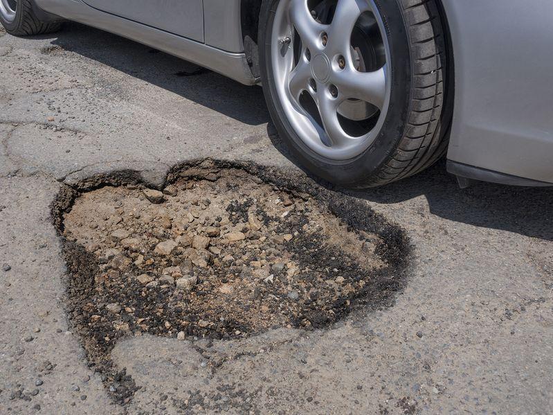 Rupe i oštećenja na cesti