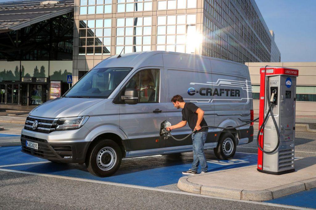 Volkswagen Crafter slavi 45. rođendan, lavinu uspjeha pokrenuo je LT 8