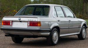 Kultni BMW serije 3 u netipičnoj 325iX izvedbi traži novog vlasnika 3