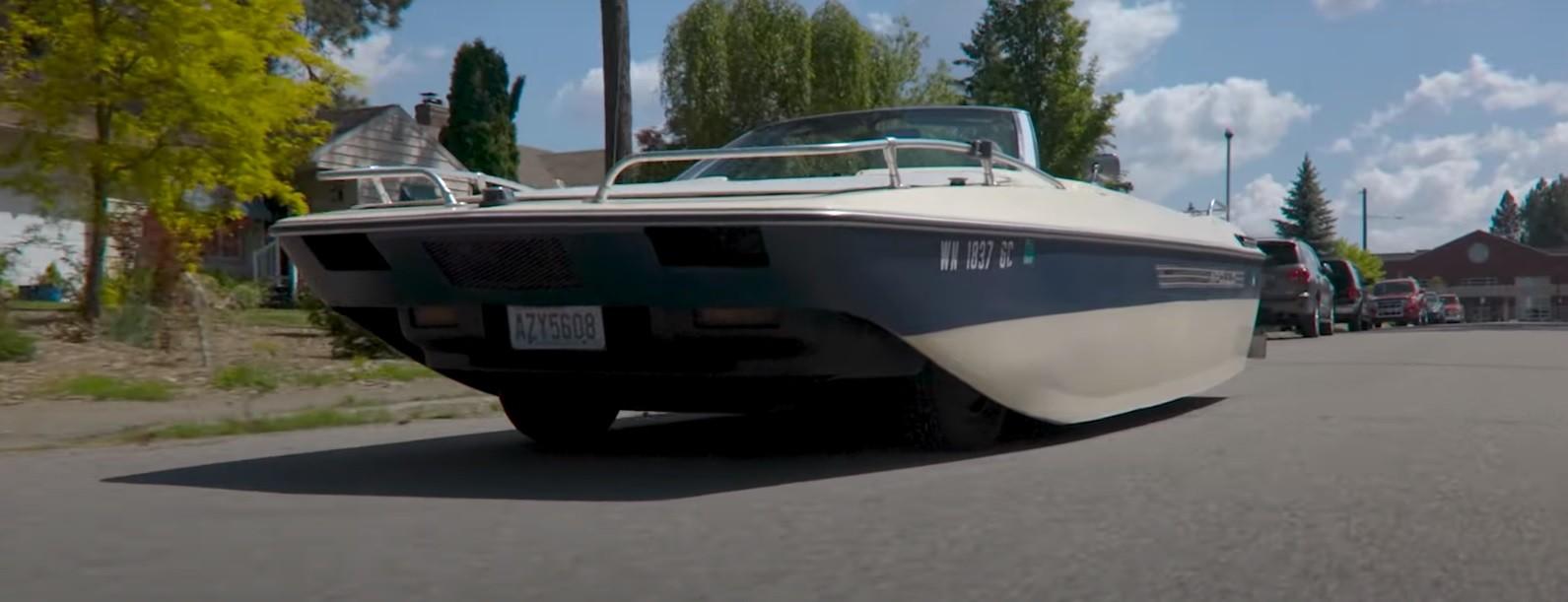 Chrysler LeBaron preko noći postao brod na kotačima, ovo je dokaz da ljudska glupost nema granica