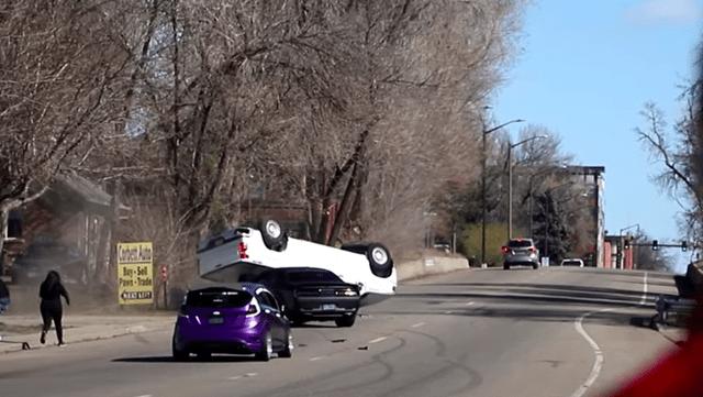 nesreca hellcat vs pickup
